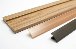 軽量化や断熱性を持たせた樹脂の発泡押出成形で最適な成形品を製造します。