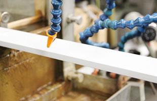 2種類の樹脂を組み合わせる事で機能性の付与とコストダウンが可能に